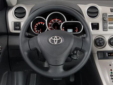 how does cars work 2009 toyota matrix interior lighting 2009 toyota matrix steering wheel interior photo automotive com