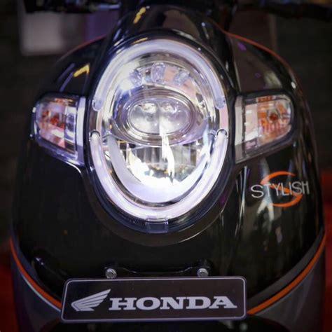 Box Depan Scoopy Daftar 3 Varian Dengan 8 Warna Honda All New Scoopy Tahun