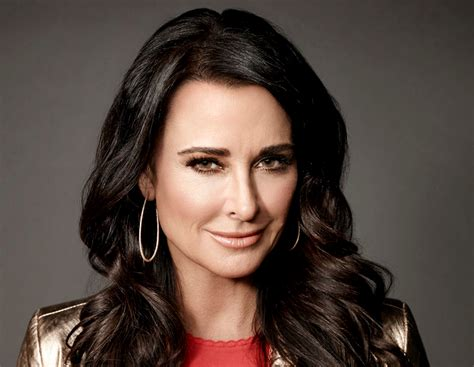 win it all cast the celebrity apprentice spotlight is kyle richards in
