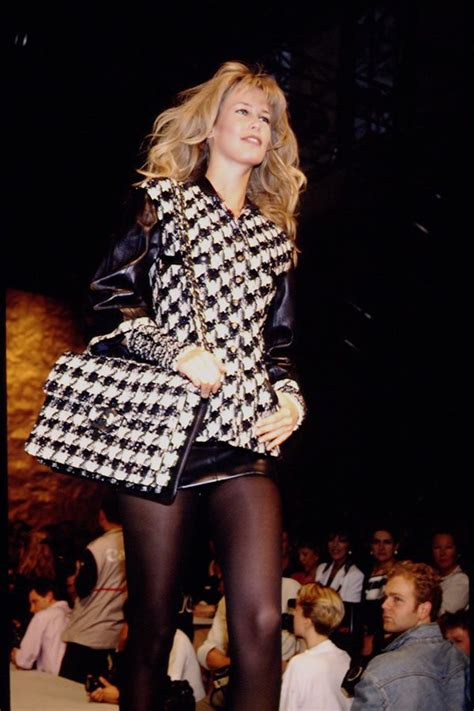 Catwalk To Carpet Schiffer In Chanel by 72 Best 1990 S Fashion Images On