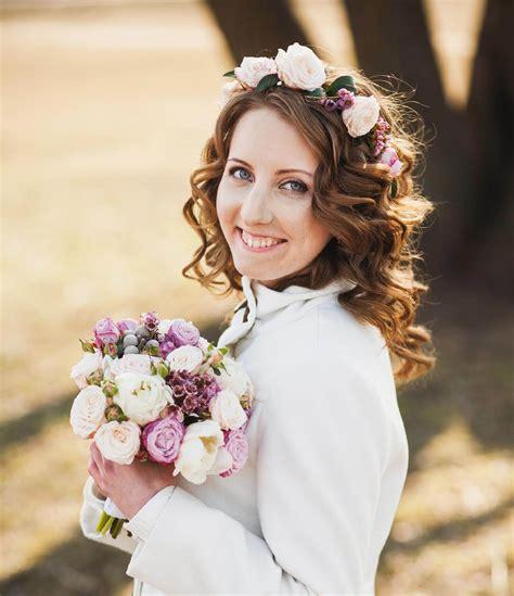 Brautfrisur Blumenkranz Und Schleier by Blumenkranz Der Braut Ideen Tipps Bilder