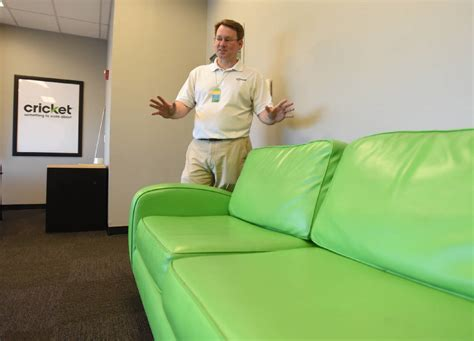 couch manager cricket wireless opened its first store in chattanooga 17