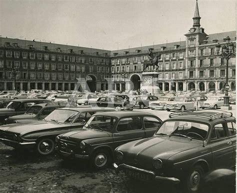 imagenes vintage madrid fotograf 237 as antiguas de abc coches en la plaza mayor de