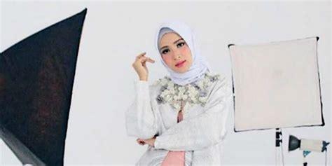 tutorial hijab yang cantik tutorial hijab putih yang cantik dan elegan dalam 60 detik