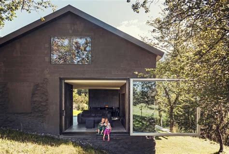 Hausfassade In Schwarz Sch 214 Ner Wohnen Architektur Rtkl Beton