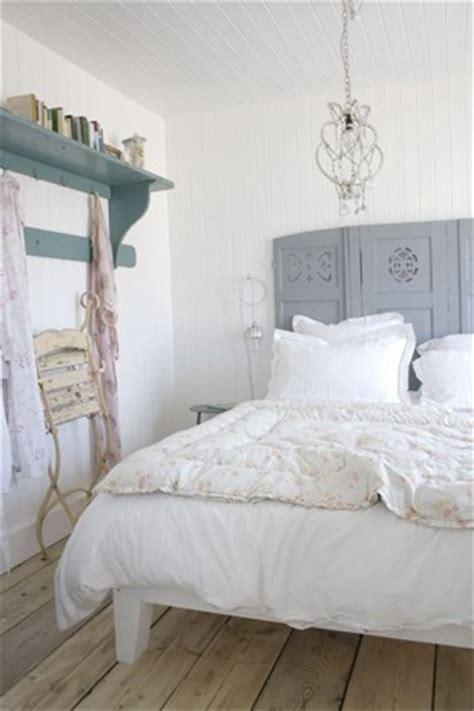 Room Divider As Headboard by 23 Ideas To Use Room Dividers As Headboards Shelterness