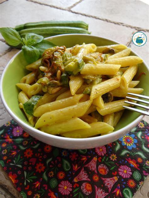 ricetta pasta con fiori di zucchina pasta con fiori di zucca zucchine e mascarpone