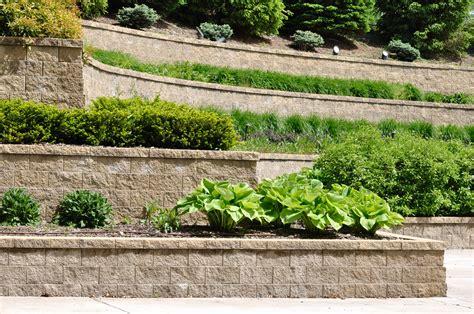Concrete Block Garage Designs ma 231 onnerie paysag 232 re agr 233 menter son jardin gr 226 ce 224 la