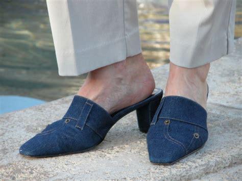 guys wearing shoes 21 creative guys wearing womens sandals playzoa