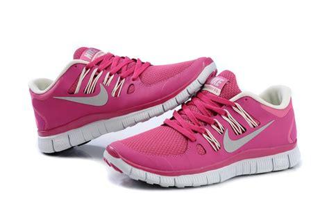 nike   womens bright pink white running shoes