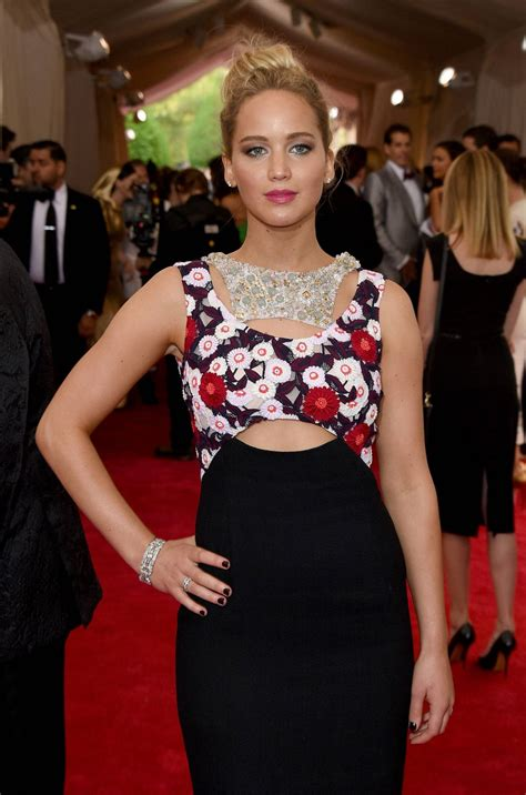 jennifer lawrence at met gala 2015 in new york hawtcelebs