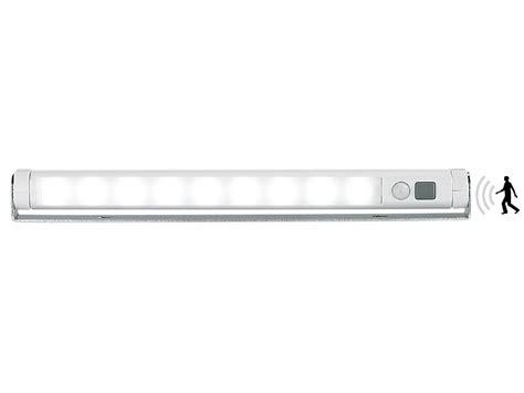 schrankbeleuchtung ohne strom lunartec led leiste batterie automatische led lichtleiste