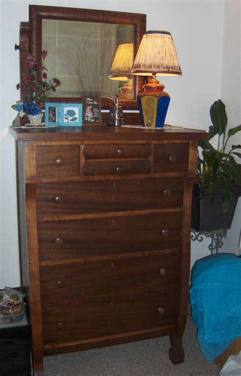 i this chest of drawers and a matching dresser they