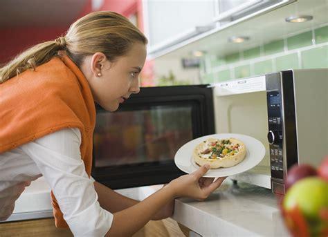 cucinare con il forno cucinare con il forno a microonde fa innaturale