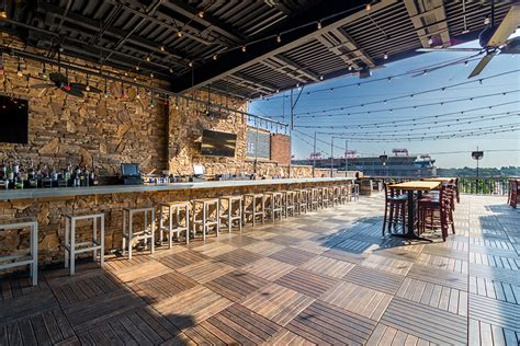 Nashville Top Bars by Visit One Of Nashville S Best Rooftop Bars The George Jones