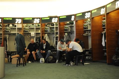 jets locker room santonio and ny jets clear out locker room after season is ended by