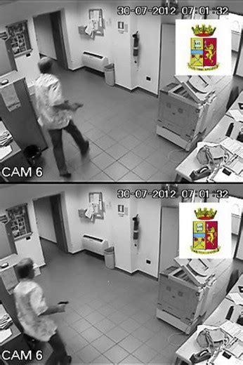 ufficio postale torre greco foto torre greco uccide la direttrice i fotogrammi