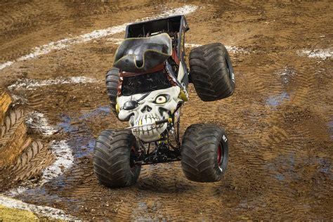 monster trucks grave monster jam 174 2016 sydney
