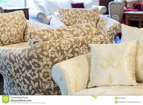 poltrone e sofa crema poltrone di brown e sof 224 crema fotografia stock libera da