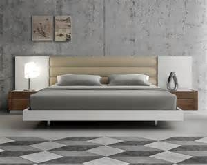 Lacquered Extravagant Leather Modern Platform Bed With