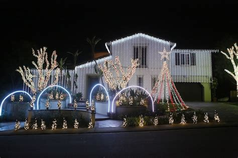 nellie gail christmas house 25473 nellie gail road laguna hills christmas lights see christmas lightssee
