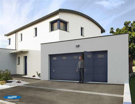 porte de garage sectionnelle menuiserie pvc et aluminium