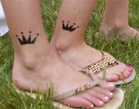20 graceful crown tattoo designs that will inspire you