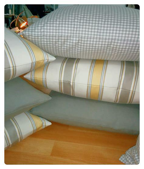 housse coussin canapé sur mesure confection de coussin et housse de coussin sur mesure a