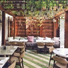 soho house chicago allis love the round tables...could