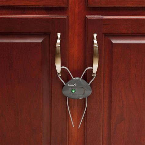 baby proofing kitchen cabinets kitchen cabinet lock kitchen cabinet locks