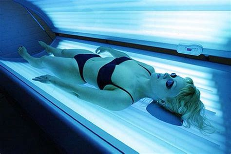 girls in tanning beds one woman s sunbed horror after just 32 mins of tanning