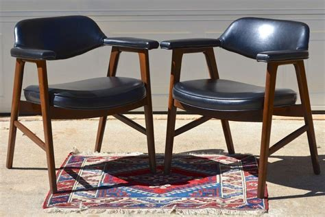 Paoli Furniture by Set Of 2 Paoli Mid Century Modern Chairs Juhl Chieftain Style From Kitschandcouture On