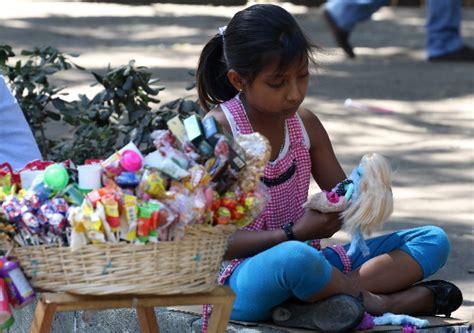 imagenes de niños que trabajan en la calle un mill 243 n de ni 241 os mexicanos trabajan en condiciones de