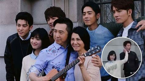 theme song meteor garden new dao ming si shan cai hold hands while performing