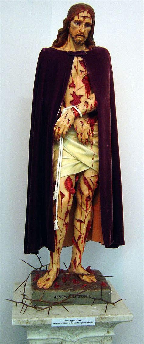 the robe of jesus les 408 meilleures images du tableau chemin de croix sur