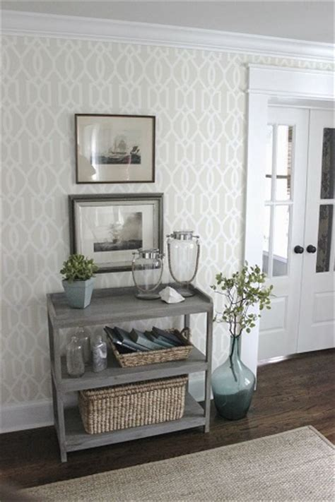 grey wallpaper hallway ideas decorar con papel pintado un recibidor tul de seda