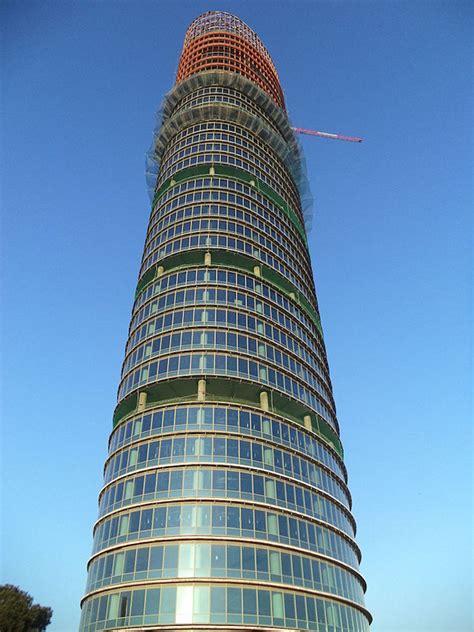 oscilacion de un edificio el autor de algunas de las torres m 225 s altas del mundo