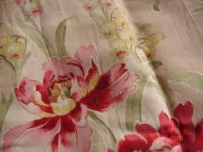 coupon de tissu fleuri pr 232 lev 233 sur ancien rideau du