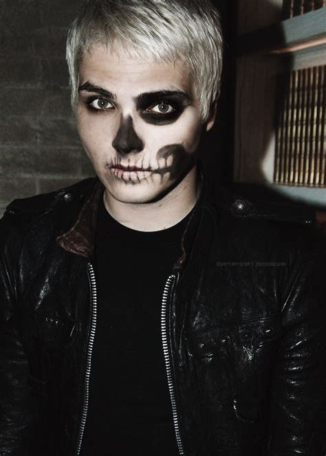 gerard way gerard way had some amazing paint during the black