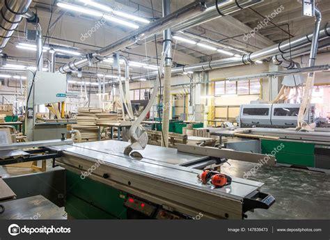 immagini di mobili officina per la produzione di mobili in legno in fabbrica