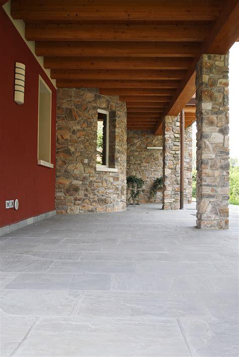 pavimento esterno in pietra pavimenti in pietra per esterni guida alla scelta