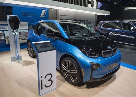 Bmw 1er Plug In Hybrid by Bmw I3 Electric Car Gets New Design To Compete With Tesla