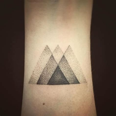 geometric tattoo vorlagen 52 besten geometric tattoos bilder auf pinterest tattoo