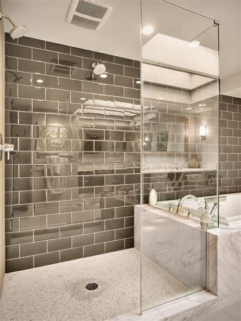 Moderne Badezimmer Mit Dusche Und Badewanne by Geflieste Dusche 25 Wundersch 246 Ne Bilder