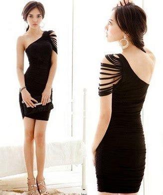 tek kollu siyah kısa abiye kıyafet modeli · en güzel en