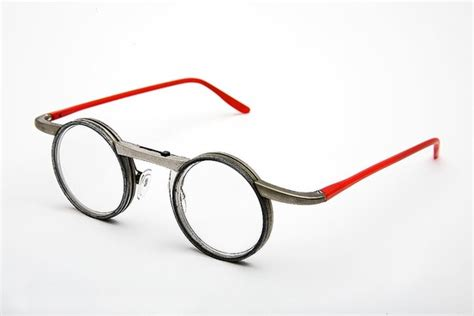 a different of eyeglasses wsj