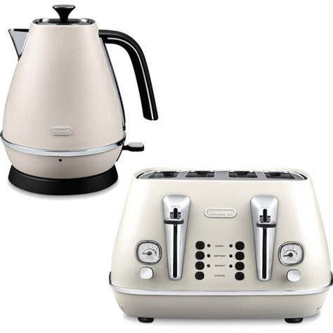 White 4 Slice Toaster And Kettle Set De Longhi Distinta 4 Slice Toaster And Kettle Bundle