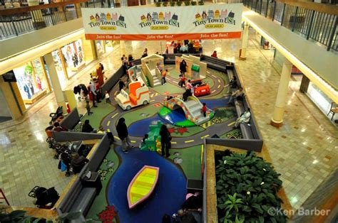 Picture Of Christmas Decorations woodbridge mall at christmas photos