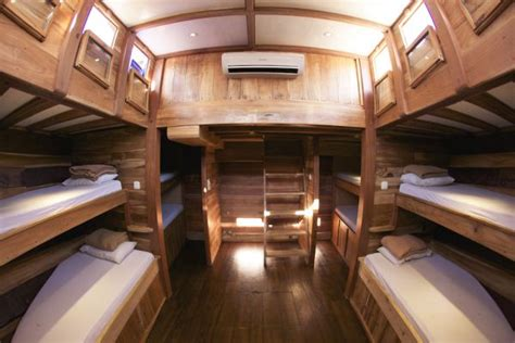 deck boat with sleeping quarters bulan baru boat