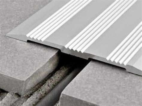 coprigiunto per pavimenti profilo coprigiunto antiscivolo per pavimento a pari